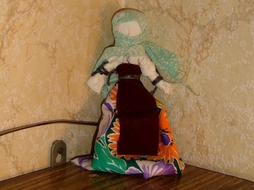 Тряпичная кукла своими руками. 4. Цветы из бумаги, выполненные в технике квиллинг. Тема была - история тряпичных