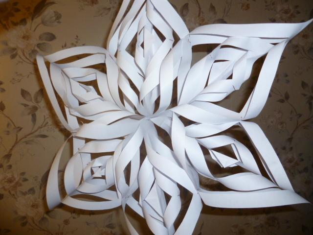 Большие новогодние снежинки своими руками из бумаги