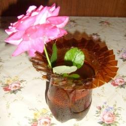 Оригинальная ваза из пластиковой  бутылки