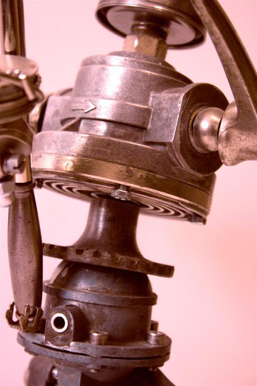 Робот из металлических деталей своими руками