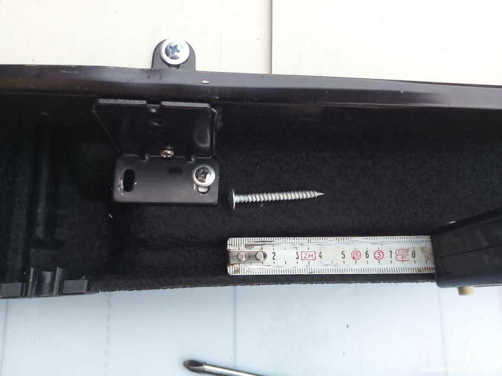 Выдвижной столик в багажник универсала Лада Калина 2