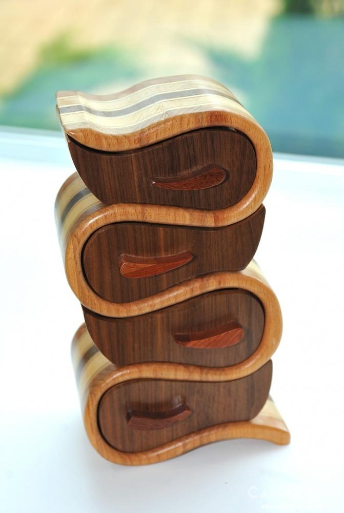 Шкатулки из экзотических пород дерева.