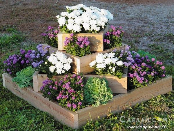Как создать многоярусную клумбу на садовом участке?