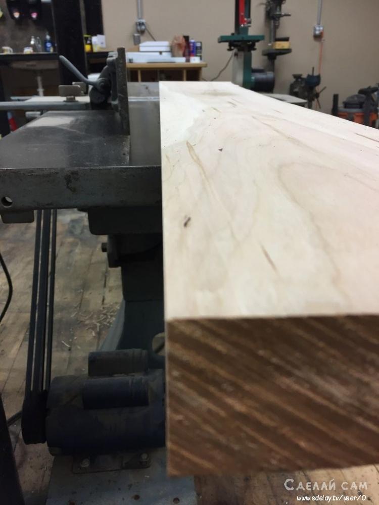 Книжная полка из цельного деревянного массива