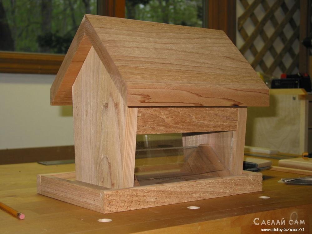 Деревянная кормушка для сада своим руками
