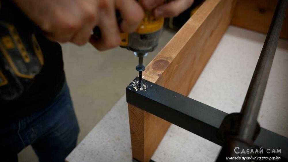 Стеллаж в стиле лофт из дерева и металла