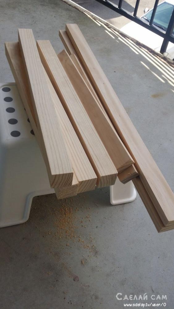 Простой деревянный стол со стульями своими руками