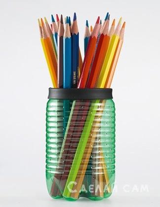 Подставка для карандашей из  пластиковой бутылки.
