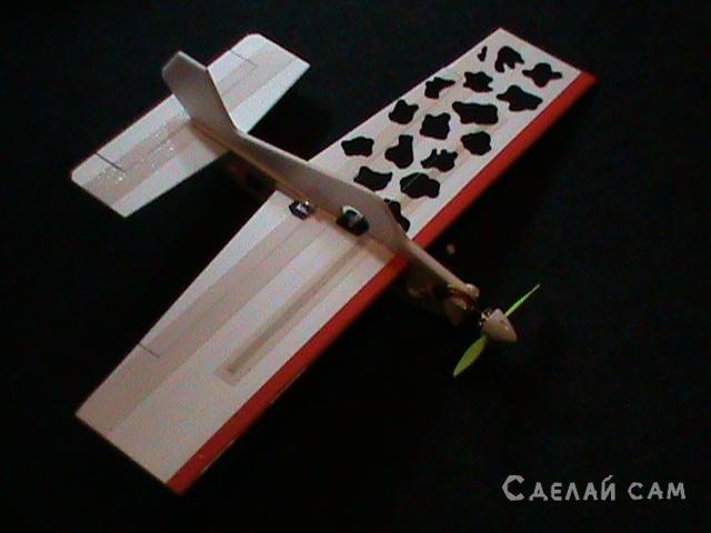 Авиамодель  из потолочки  «Ласточка»