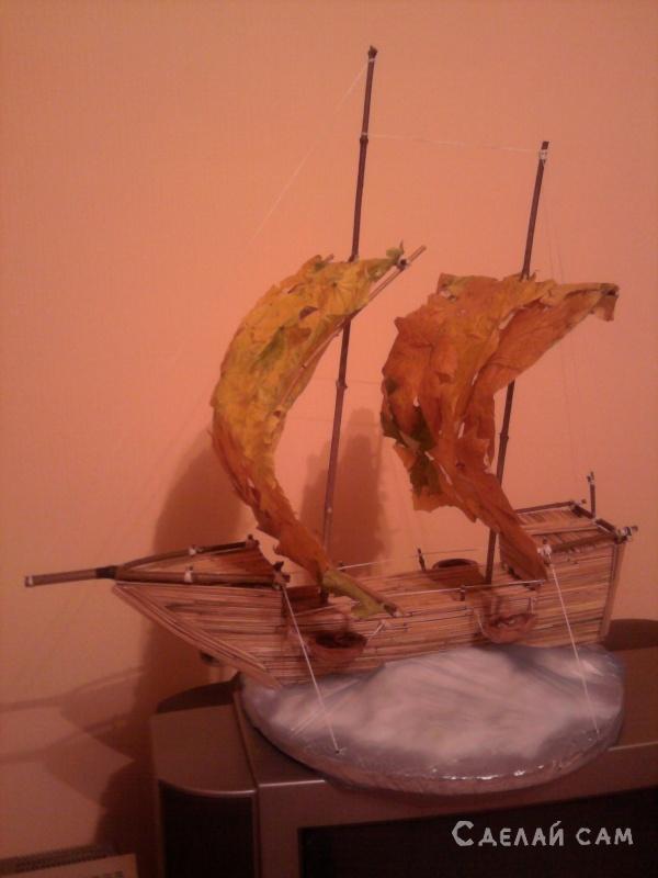 В конце октября был очередной конкурс поделок из природных  материалов. :