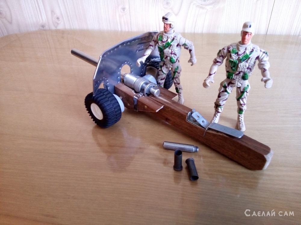 Самодельная стреляющая пушка для игры в солдатики
