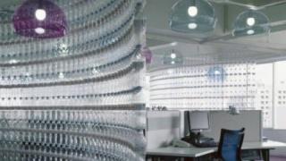 Как сделать перегородку из пластиковых бутылок в офисе или у себя дома. Такая ст