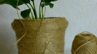 горшочек для цветов из банки и бечевки