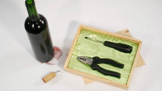 Открывалка для вина как подарок мужчине