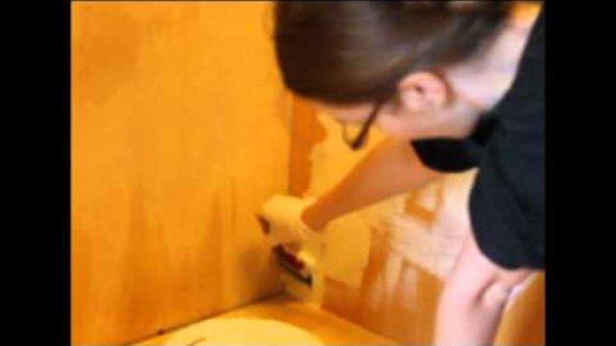 Покрасить мебель под старину.