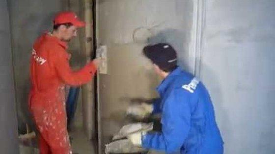 Штукатурка стен наружного радиуса во время работ мастеров компании Рембригада.ру