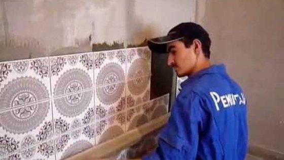Укладка плитки на стену мастерами компании Рембригада.ру