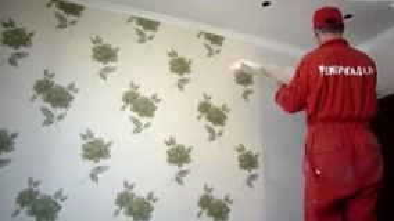 Оклейка стен обоями в квартире мастерами компании Рембригада.ру