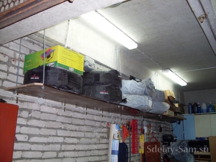 Полка к потолку в гараже