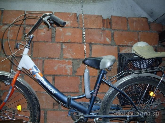 В Мурманске из гаража, проломив стену, угнали два велосипеда