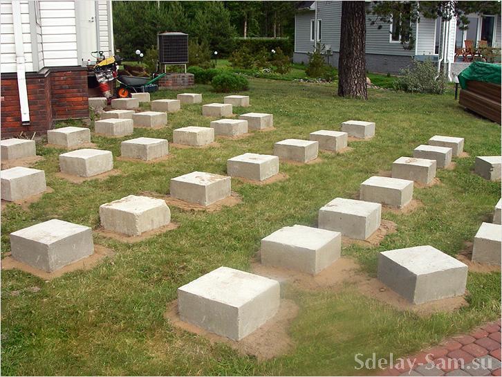 Столбчатый фундамент для будущей террасы