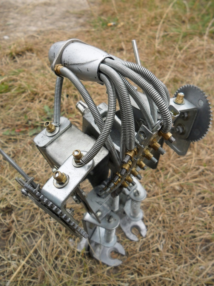 Робот из хлама