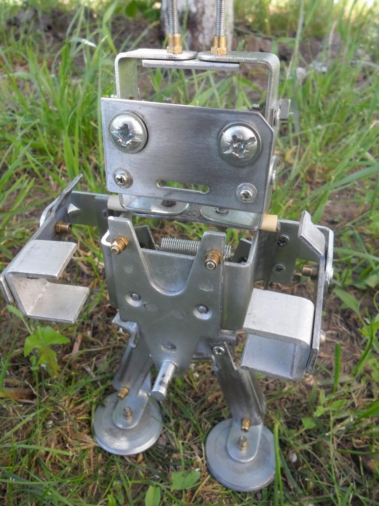 Антропоморфные роботы из хлама