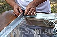 Закрепляем защитное стекло метизами